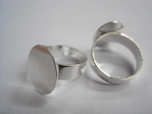 Metalne komponente prsten